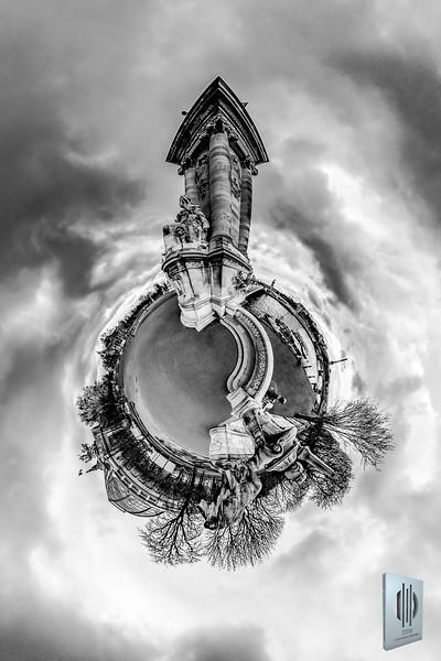 Entrance to Pont Alexandre III - La Seine