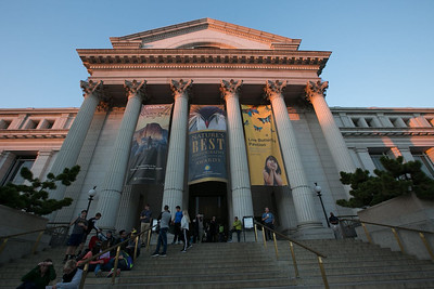 The entrance to the Smithsonian National Museum of Natural History.