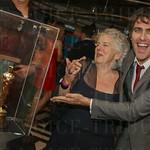 Christy Brown and Mark Charles Heidinger of Vandaveer ogling Jennifer Lawrence\'s Oscar.