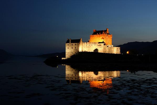 Eileen Donan Castle at midnight 08/06/07