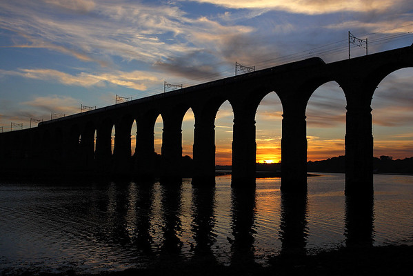 This is one of my favourite phots ever!! Silhouetted against the setting sun 43- crosses the Royal Border Bridge, Berwick on 1E24 14:51 Aberdeen-LKX 05/10/07
