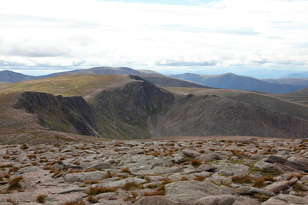 The view from the summit of Cairngorm, looking south west along the ridge to Cairn Lochan, 19/08/11