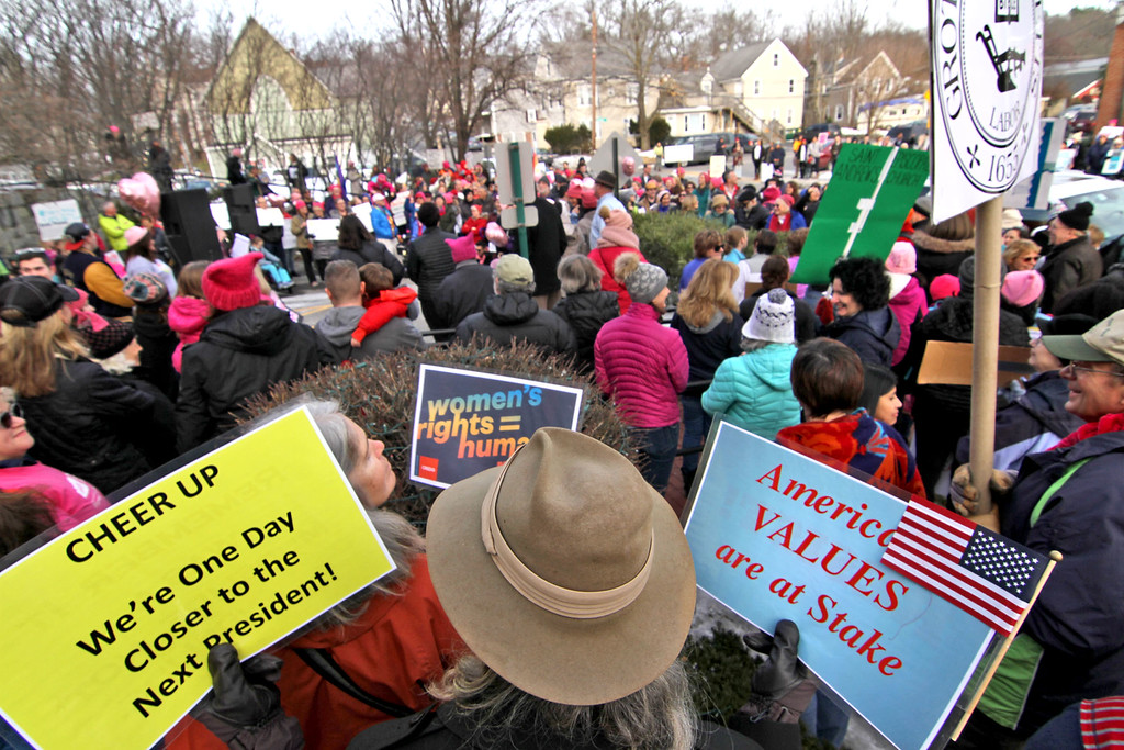 . Overview of the 500 plus people with signs at Women\'s March in Ayer,ma. SUN/David H. Brow