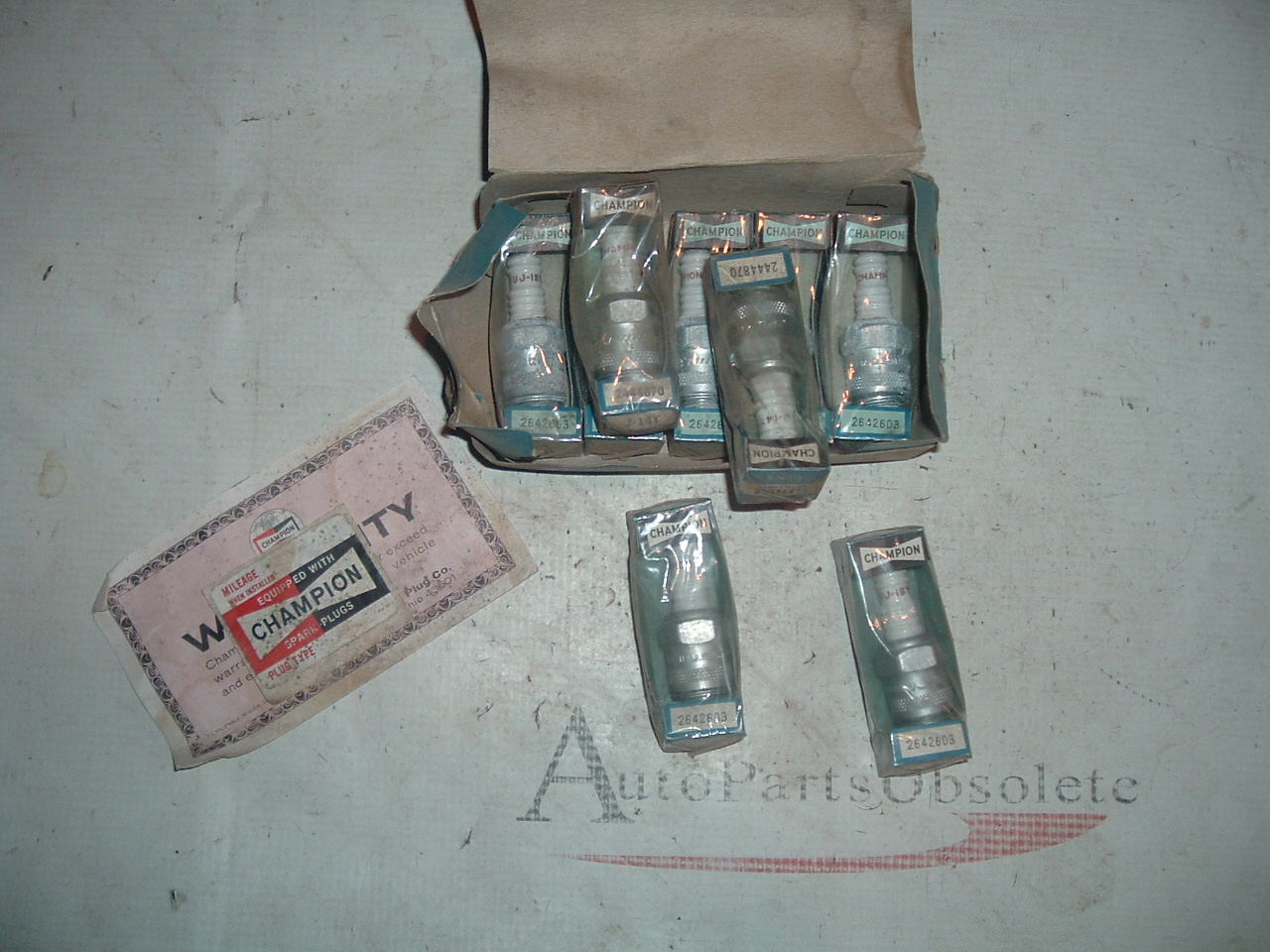 View Product1955 56 57 dodge plymouth chrysler champion spark plugs nos 2642603 (z 2642603)
