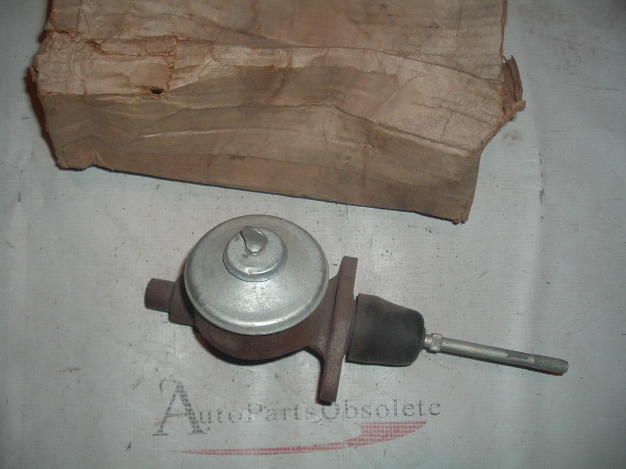 1964 65 pontiac gran prix bonneville master brake cylinder # 5460977 (z 5460977)