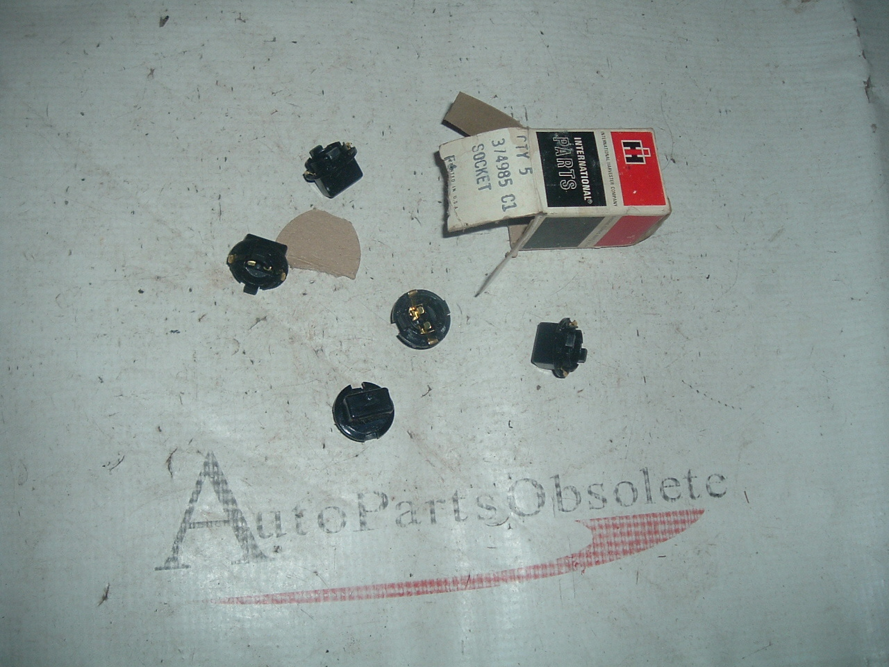 1969 71 73 75 internation scout truck dash panel light bulb sockets nos # 374985-C1 (z 374985-C1)