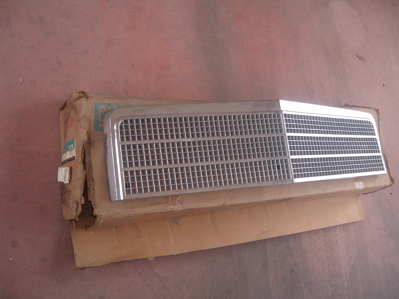 1974 chevelle malibu front grille nos gm 338511 (z 338511)