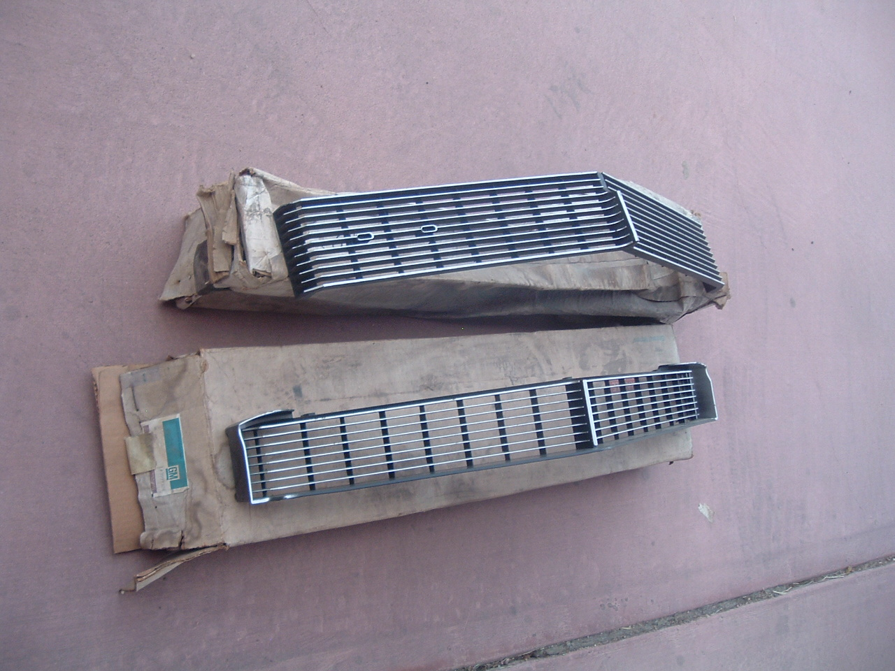 View Product1972 chevrolet impala upper & lower grille nos gm # 3997323 3997324 (z 3997323/24)