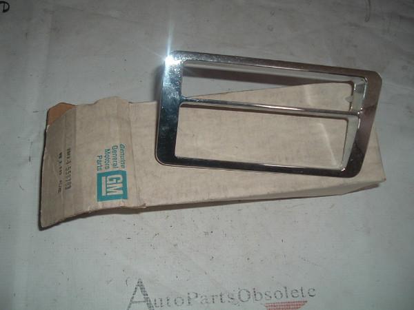 1978 79 80 Oldsmobile Cutlass Front Side Marker Light Bezel Cornering Nos Gm 558703