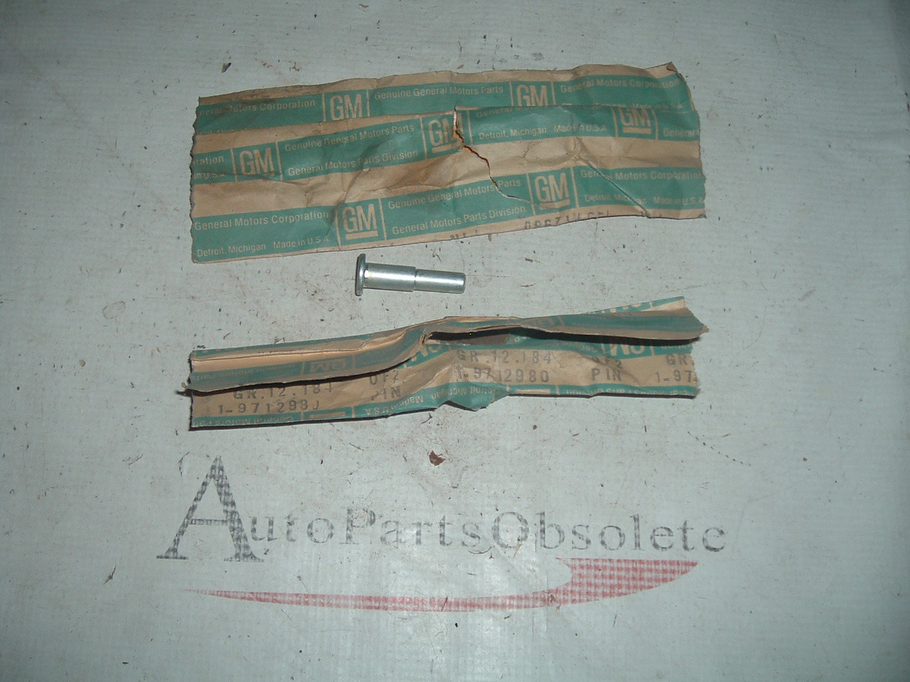 View Product1968 69 70 71 72 chevrolet el camino tailgate hinge pins nos gm 9712980 (z 9712980)