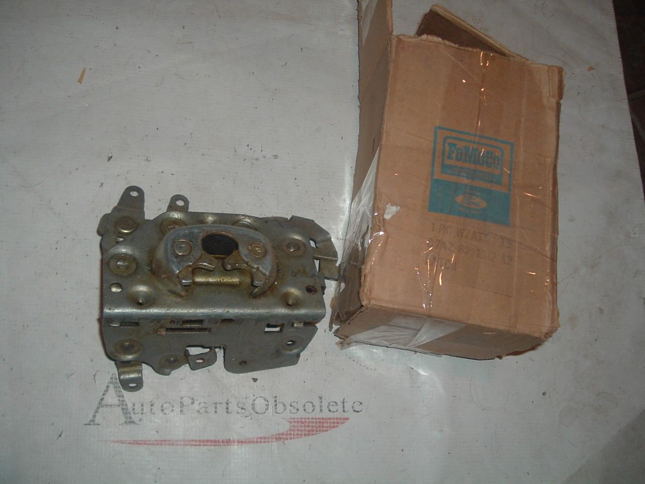 1967 Ford Galaxie door latch rh nos ford C7AZ-6221812-A2 (a c7az-6221812-a2)