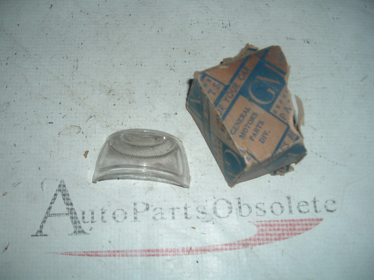 37 39 41 43 46 48 49 51 chevrolet & truck license plate light nos gm #  920634 (z 820834)