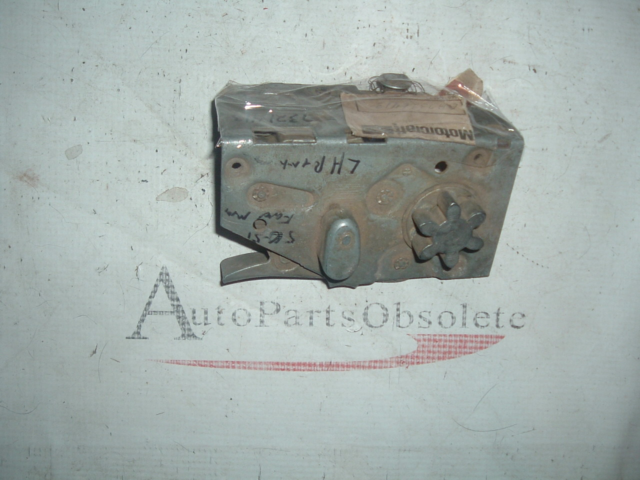 View Product1950 51 ford mercury door lock latch nos ford 0A-7321413-A (z 0a7321413a)
