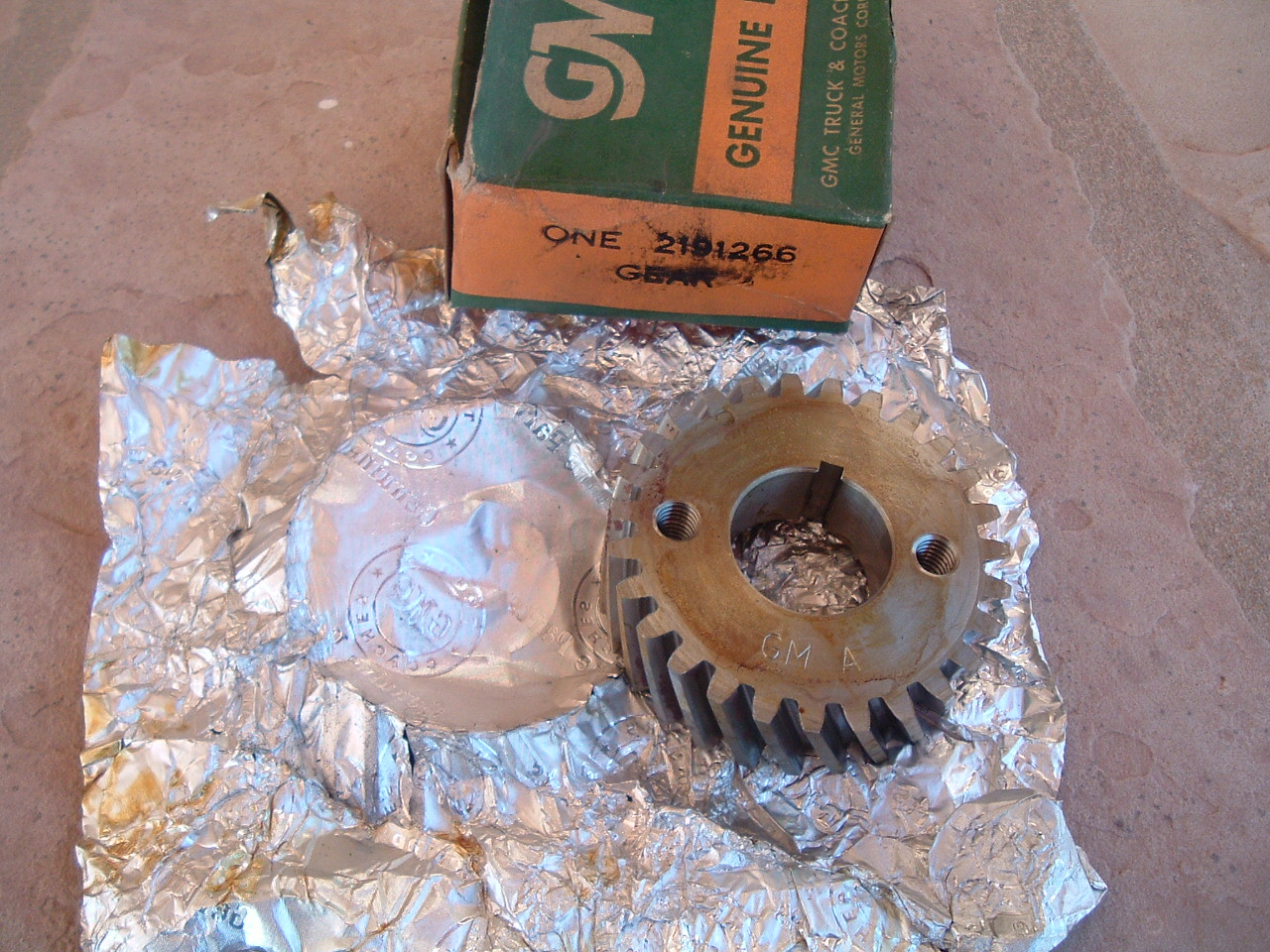 1939 40 42 46 48 50 52 54 56 58 60 gmc truck crankshaft gear nos gm 2191266 (z 2191266)