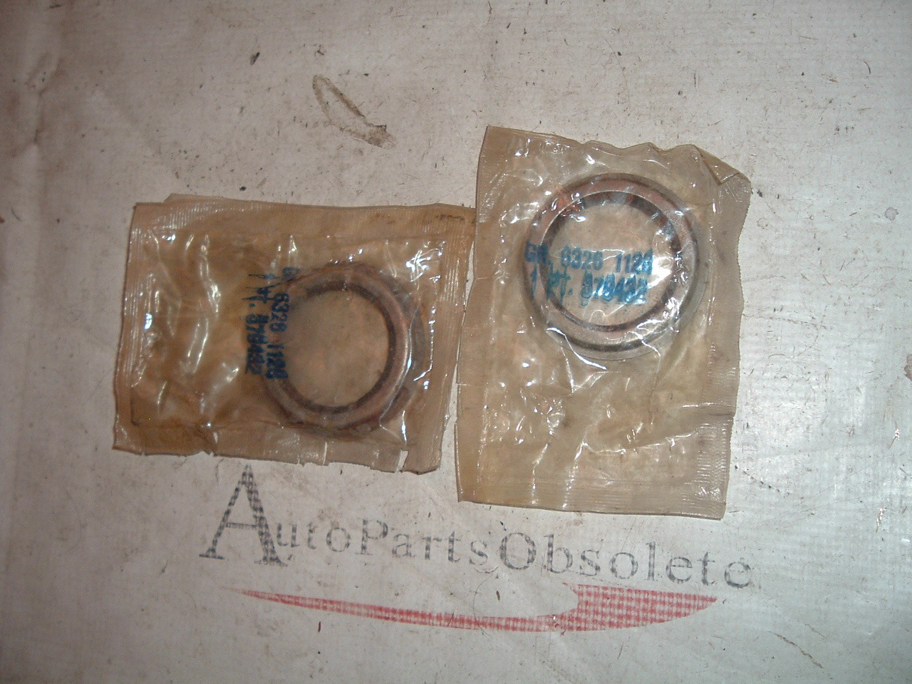 1961 62 63 buick oldsmobile front wheel seals nos gm 2ct # 579432 (z 579432)