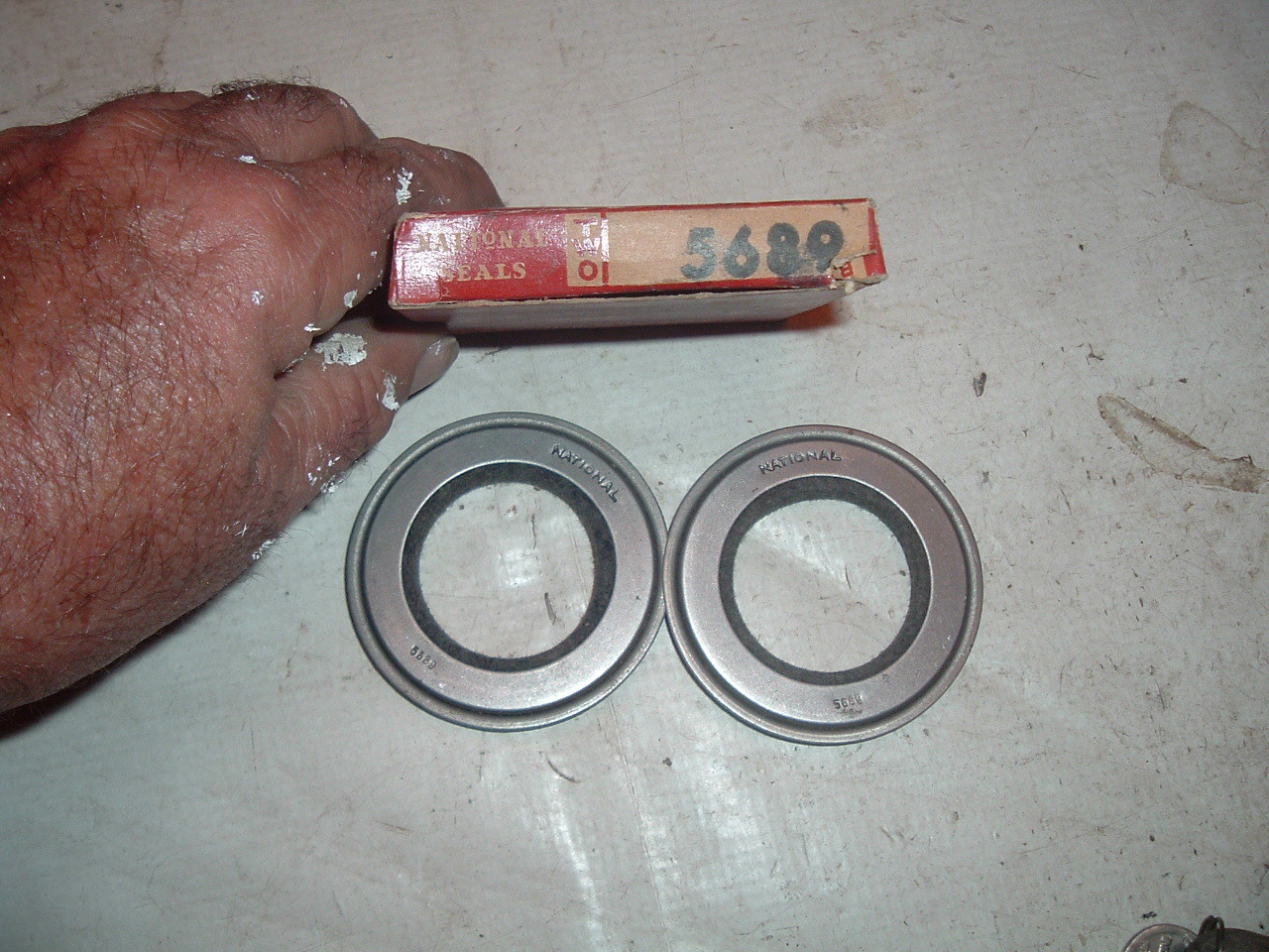 1933 35 37 39 41 42 46 47 48 49 hudson front wheel seal # 5689 (z 5689)