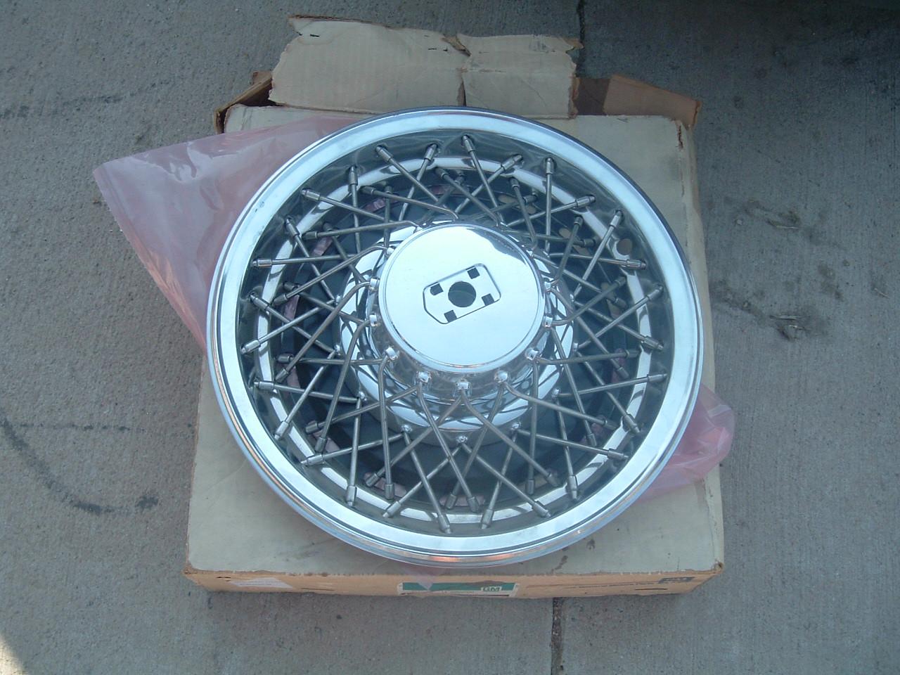 1980 81 82 83 oldsmobile wire wheel hub cap nos gm 2250930