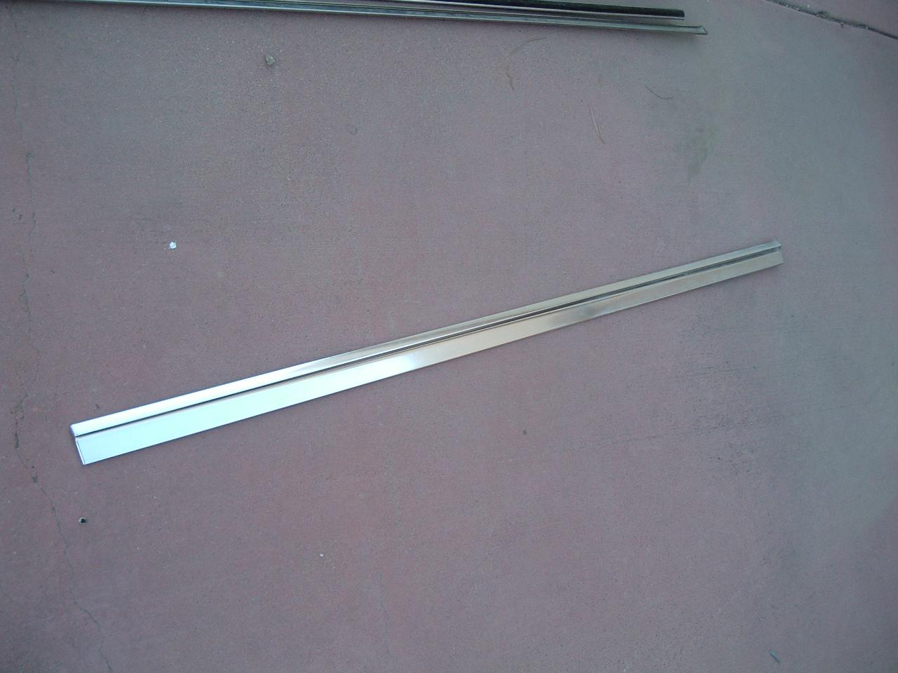 1967 chevrolet caprice door molding # 4229469 (z 4229469)