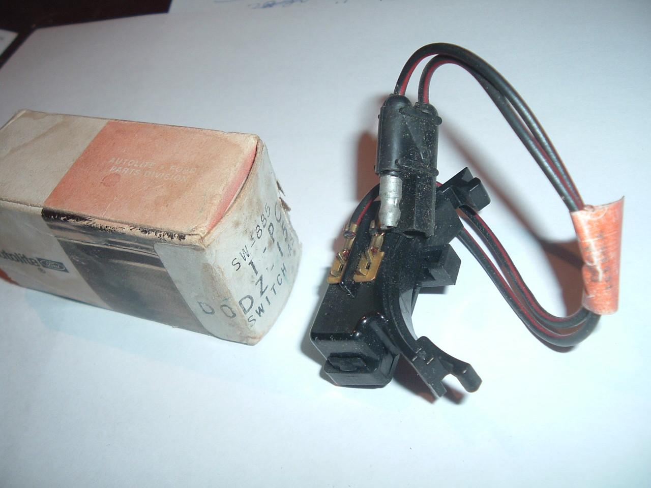 1970 Maverick Comet GT Grabber Back Up Lamp Switch. # D0DZ-15520-A (z d0dz15520a)