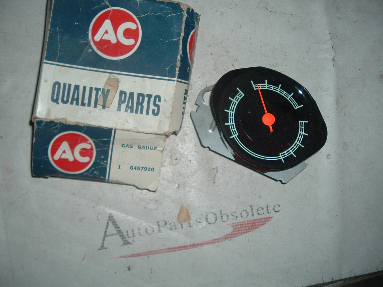 1967 68 69 70 71 Chevrolet truck gas fuel gauge – unit NOS GM #6457910