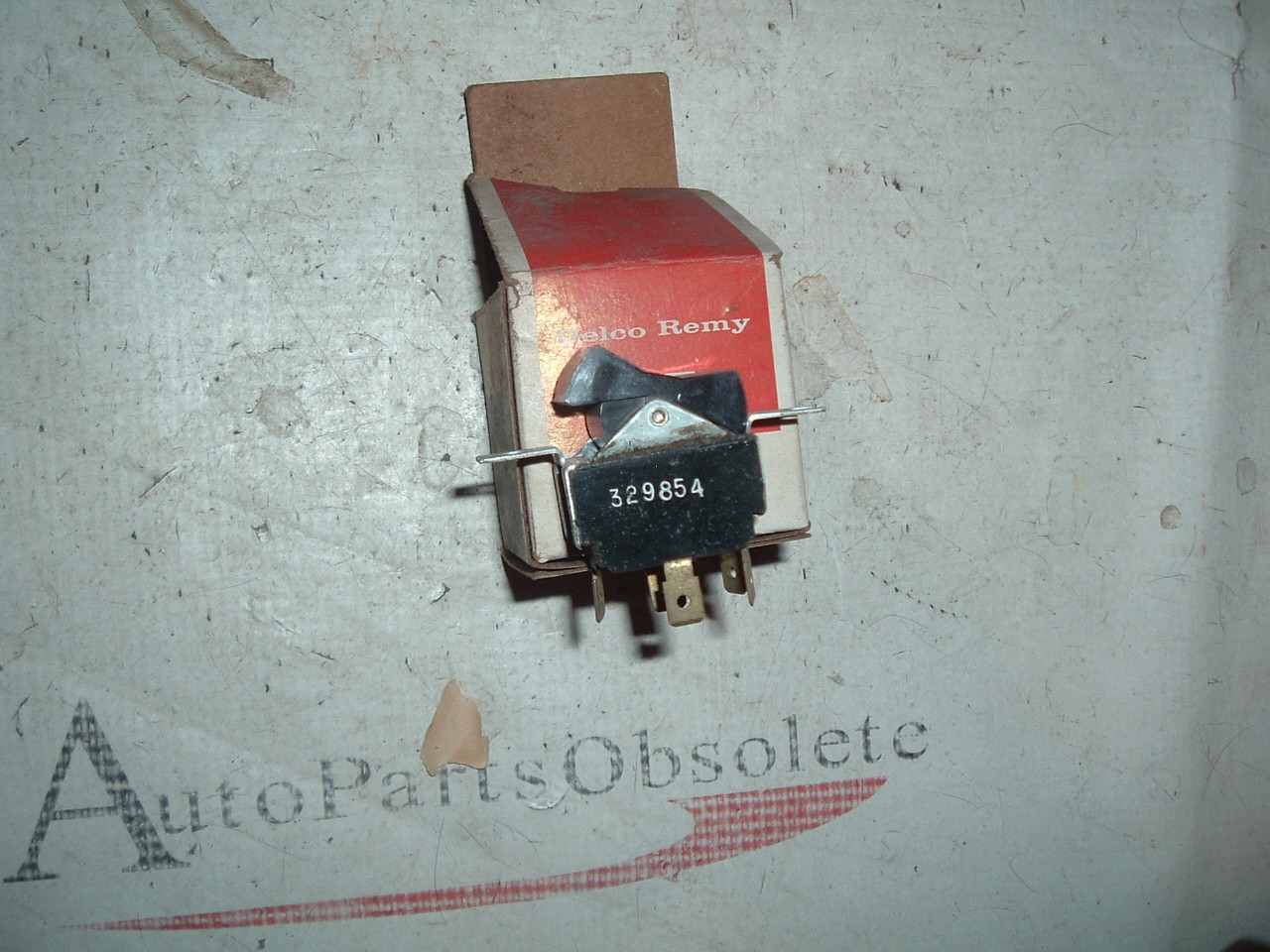 View Product1973 74 75 76 77 78 79 80 81 Chevrolet truck dual gas tank switch NOS GM 329854 (z 329854)