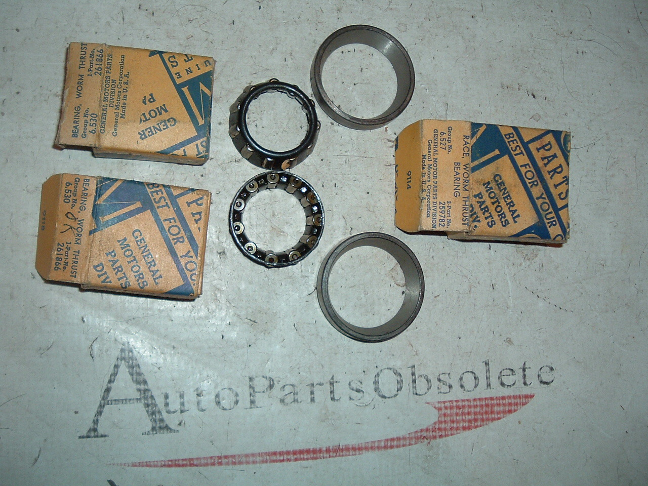 1933 62 chevrolet & corvette steering box bearings nos gm 259782 261866 (z 259782/1866)