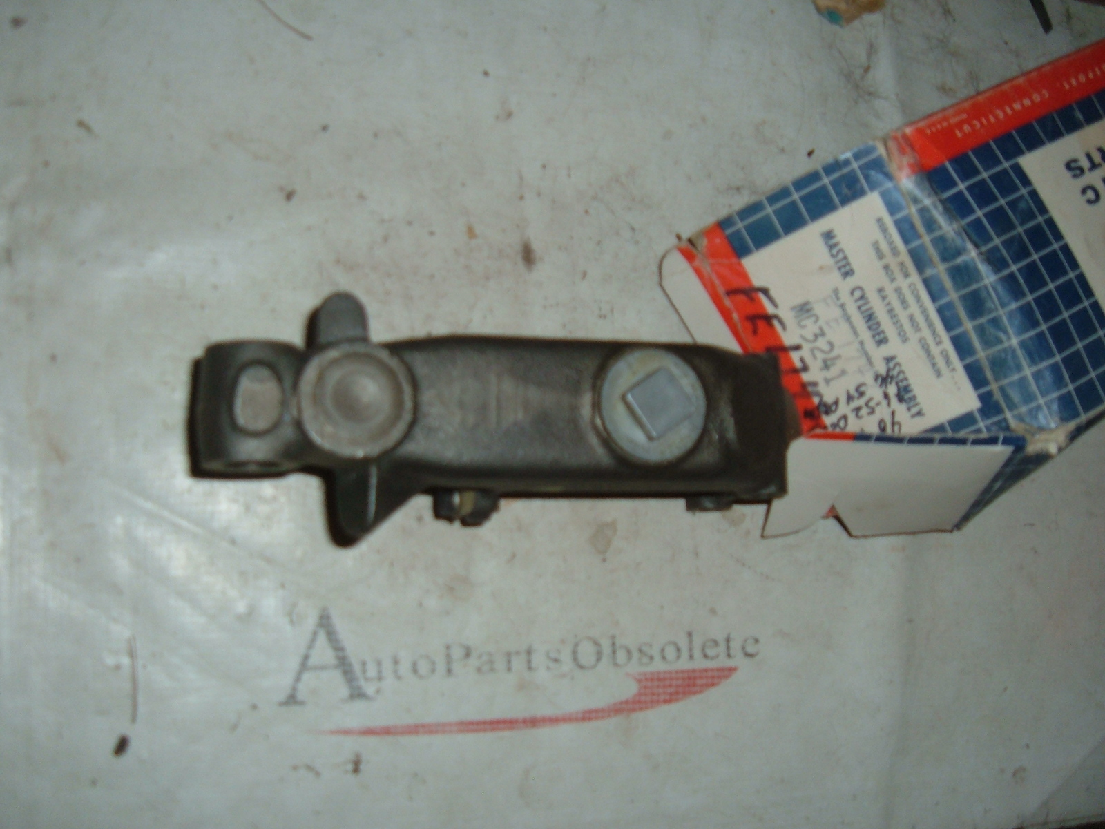 1946 47 48 49 50 51 52 53 54 Chrysler Desoto Dodge Plymouth master cylinder new (z fe1743)