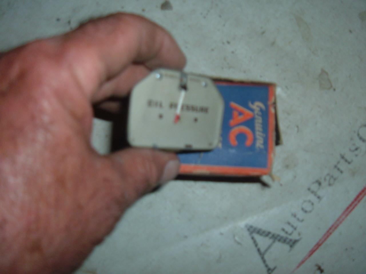 1940 oldsmobile oil pressure gauge dash unit nos gm 1506011 (z 1506011)