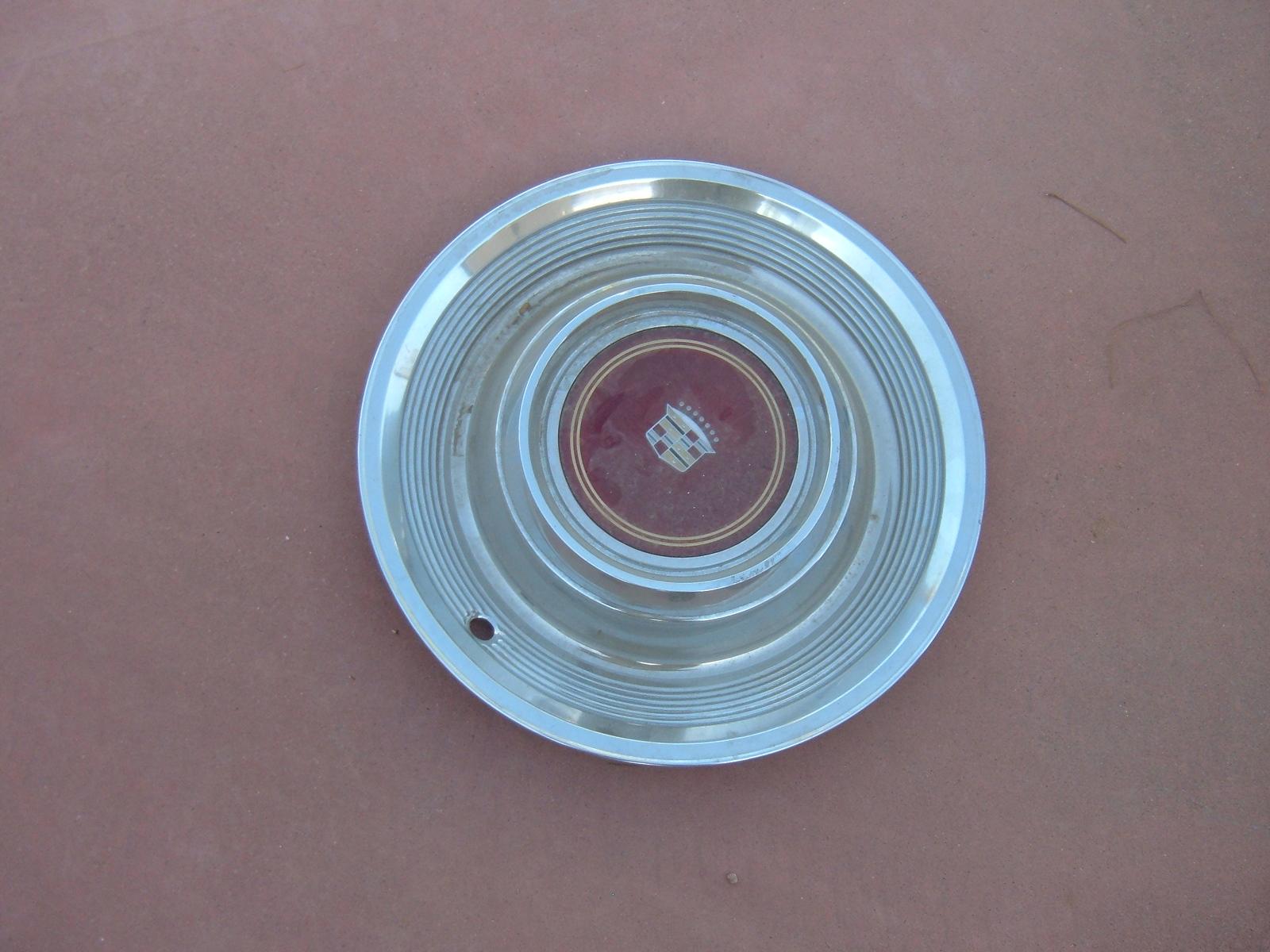 1980 1981 cadillac hub caps nos gm deville models (z 81 cadillachubcap)