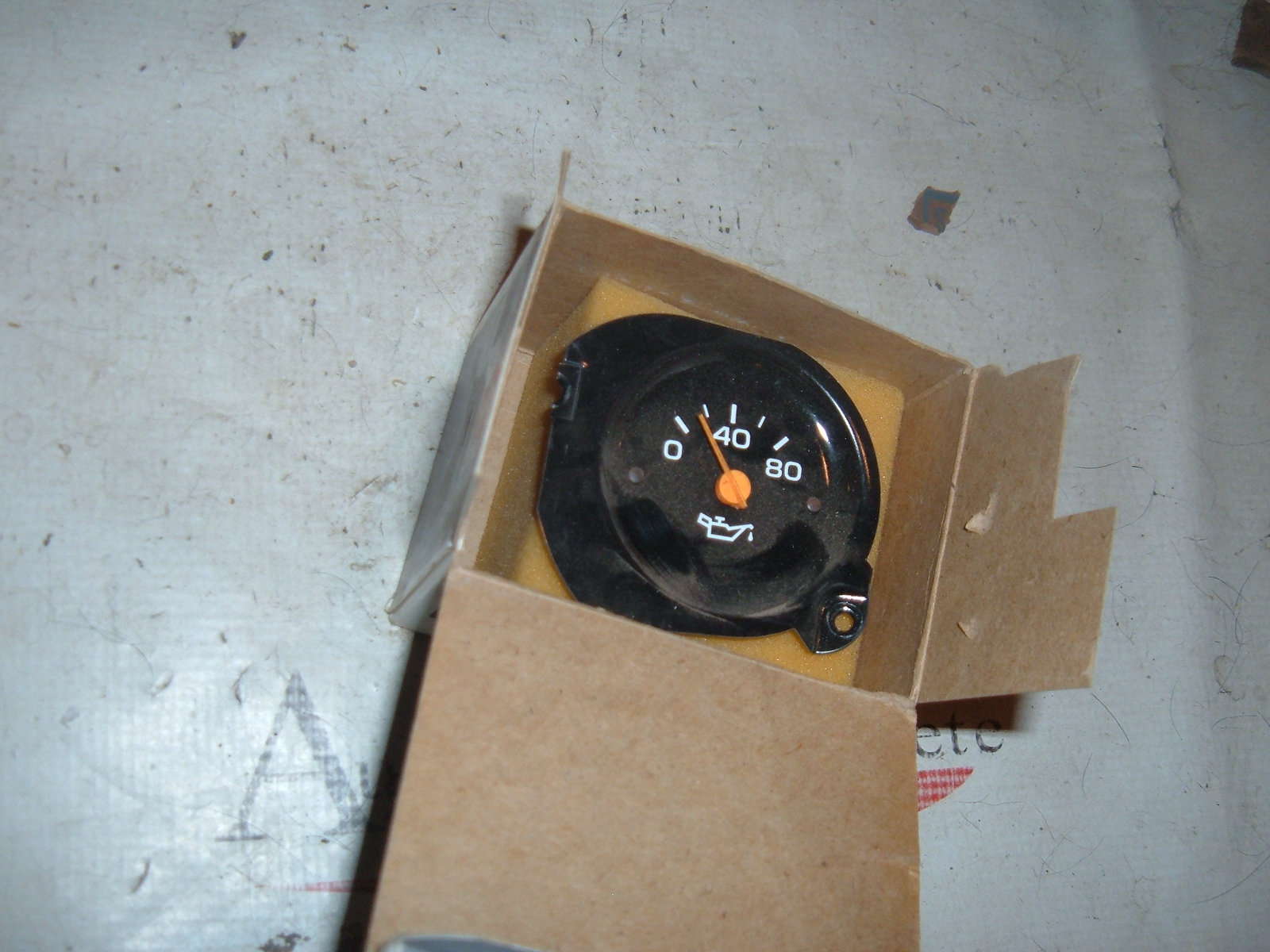 View Product1987 88 89 90 chevrolet GMC truck oil pressure gauge nos gm 25025994 (z 25025944)