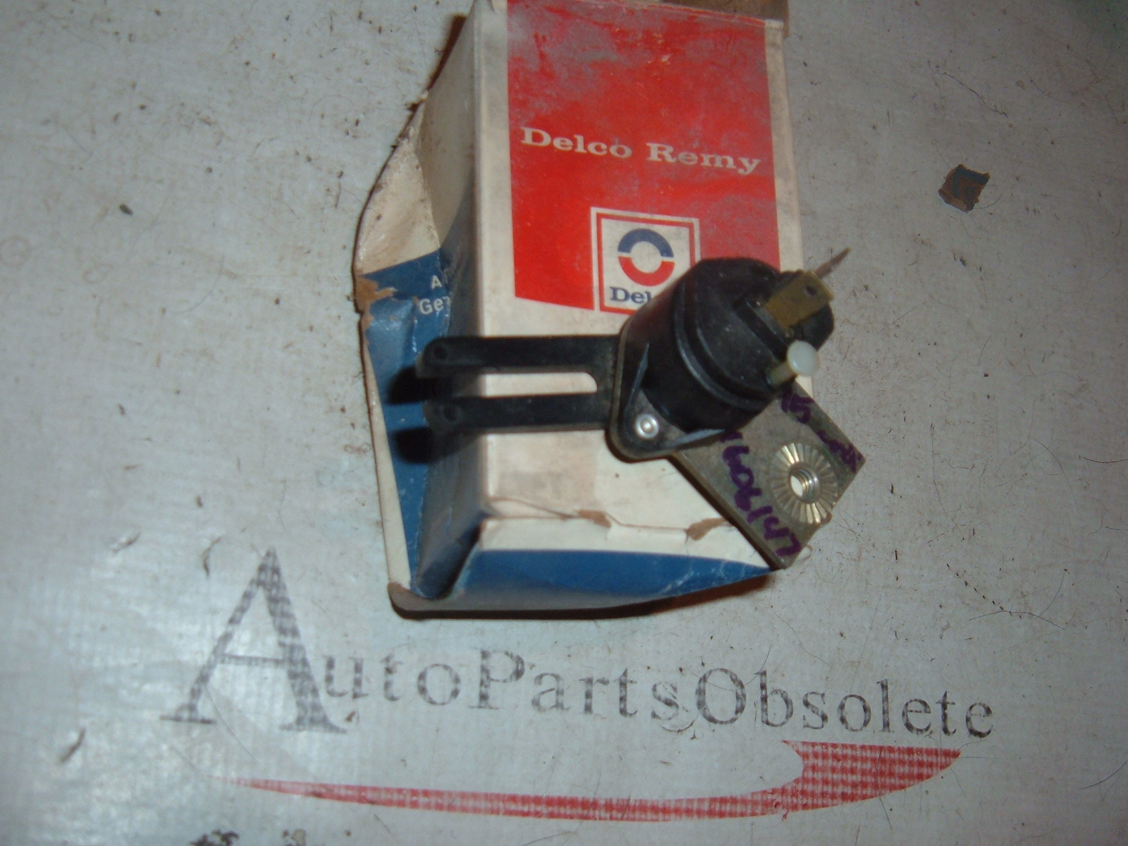 View Product1975 cadillac brake light switch nos gm 1606147 (z 1606147)