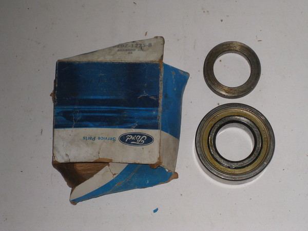 1975 1976 1977 1978 1979 Ford car NOS rear wheel bearing with retainer # d8dz-1225-b