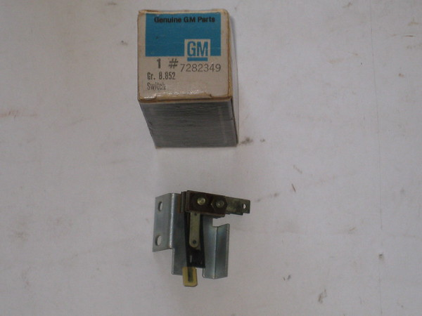 1963 1964 1965 Cadillac NOS instrument panel a/c compressor control switch # 7282349