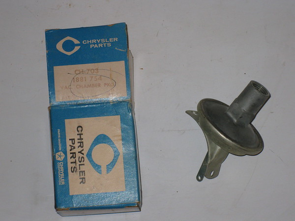 1950 1951 1952 1953 1954 Chrysler Desoto NOS 6 cyl distributor vacuum chamber # 1881754