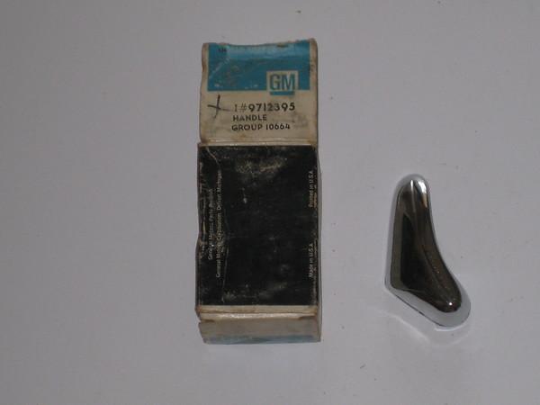 1968 1969 1970 1971 1972 Chevrolet Nova NOS LH vent window latch handle # 9712395