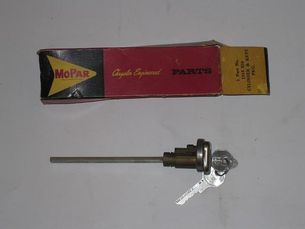 1949 1950 1951 52 53 1954 Chrysler Desoto Dodge Plymouth NOS door lock cylinder w/keys 1315510