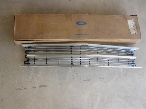 1969 Ford Galaxie 500 NOS front center grill # c9az-8200-b
