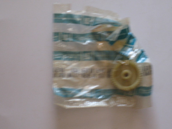 1964 1965 1966 1967 1968 1979 1970 Chevelle Chevrolet full size models NOS electric seat adjustment gear # 5711128