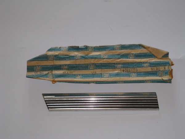 1968 1969 Chevelle Malibu sport sedan NOS LH front fender molding # 3937275
