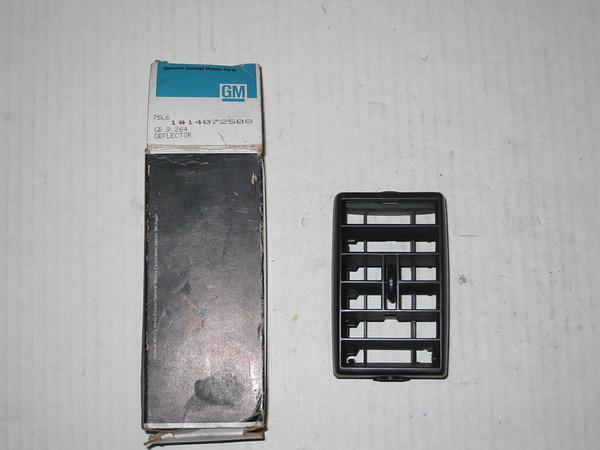 1985 86 87 88 89 Chevrolet Astro van NOS RH air outlet deflector # 14072508