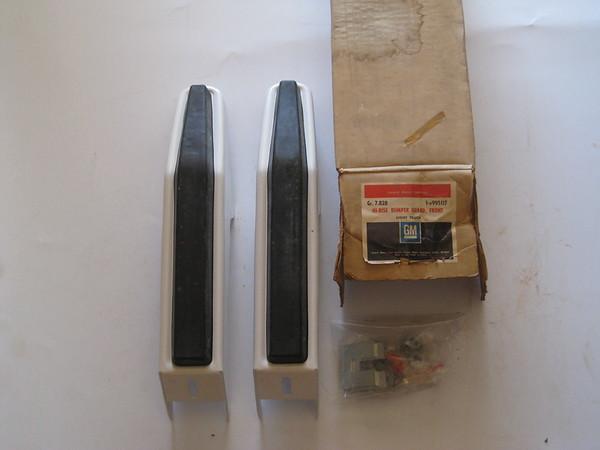 1973 74 75 76 77 78 79 1980 Chevrolet GMC light truck NOS white bumper guard accessory # 995117