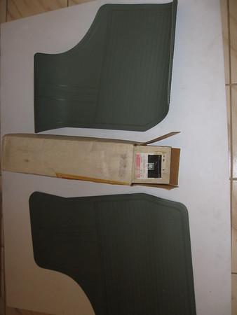 1981 Chevrolet Buick Oldsmobile Pontiac A body NOS front floor mat set # 998782