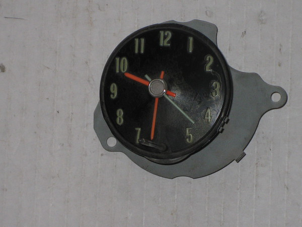 1968 Chevelle used dash clock # 9109015u