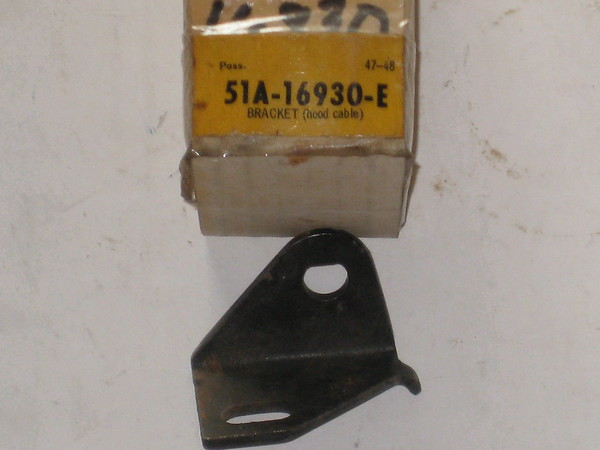 1947 1948 Ford car NOS hood cable bracket # 51a-16930-e (zd 51a-16930-e)