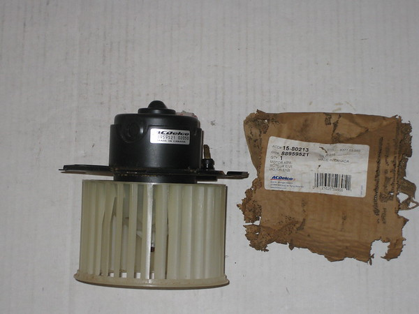 1982 thru 1997 Chevrolet Cadillac Pontiac NOS A/C blower motor w/impeller # 88959521