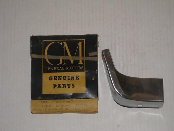 1963 1964 Oldsmobile super 88 starfire NOS LH front rocker extension molding # 380239