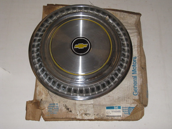 1985 86 87 88 89 90 1991 Chevrolet truck NOS hub cap # 14054905 (zd 14054905)