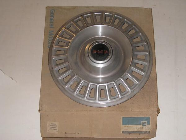 1967 Pontiac NOS 14 inch hub cap # 9710754 (zd 9710754)