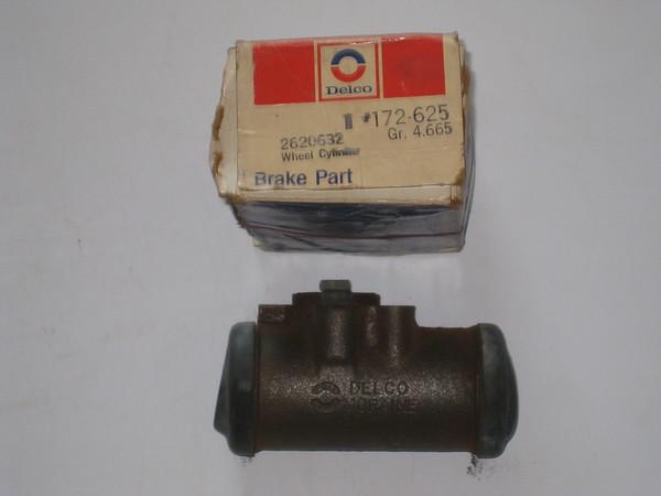1971 1972 Chevrolet series 30 DD NOS LH rear brake wheel cylinder # 2620632