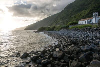 São Jorge: Hiking the shores